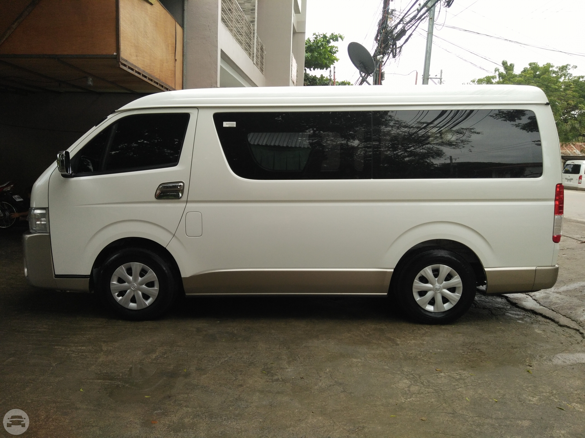 toyota Hiace Van / Cebu City, Cebu   / Hourly ₱0.00