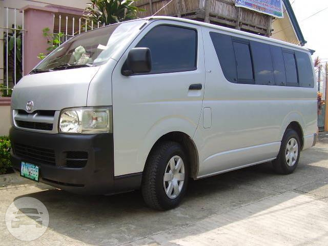 Toyota Hiace Commuter (15-18 Passengers) Van / Quezon City, Metro Manila   / Hourly ₱462.50