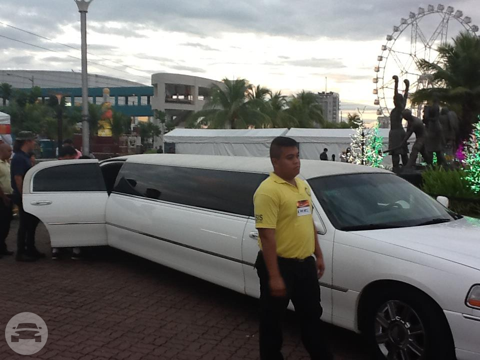 Lincoln Stretch Limousine - White Limo  / Angeles, Pampanga   / Hourly ₱0.00