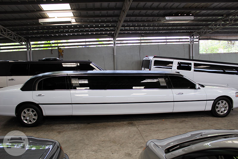 Lincoln Town Car Stretch Limousine Limo  / Quezon City, Metro Manila   / Hourly ₱8,000.00