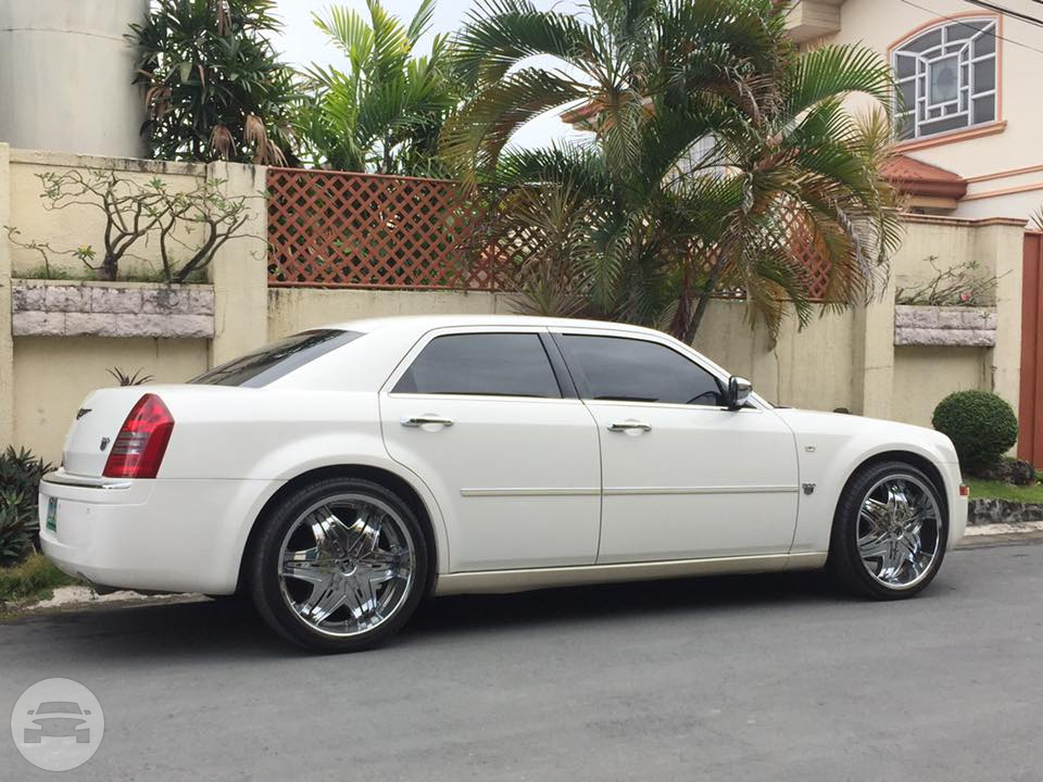 Chrysler 300C Sedan Sedan  / Makati, Metro Manila   / Daily ₱9,000.00